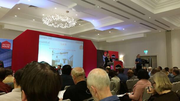 auction house london - bidding with bridging loans